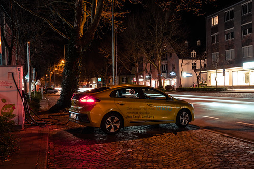 Hyundai IONIQ Electric Blazing Yellow