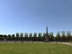 virgo potens (Paolo Cozzarizza) Tags: italia lombardia bergamo caravaggio scorcio fontana acqua alberi prato