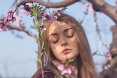 I giardini di marzo (Alessandra Scalogna) Tags: portrait people photo spring sky vintage valigia atmosfera green girl girls g garden reflex romantico retrò relax rosa ritratto rose
