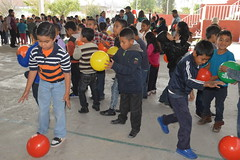 27 Abril 2017. Entrega de pelotas en prim. Almoloya. (Gobierno de Cholula) Tags: madelcarmen pelotas primbenitojuárez almoloya cholula puebla