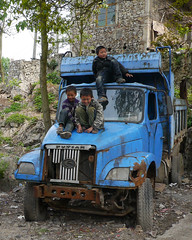 Repairing of the truck ? (Rita Willaert) Tags: china tribal guizhou miao minority southwestchina minderheden bijie foursealmiao villageniuchangba