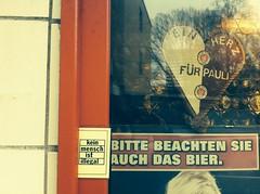 REFUGEES WELCOME (spanier) Tags: refugees hamburg illegal bier welcome ist stpauli lampedusa mensch kein guesswherehamburg fcsp