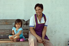 father and daughter (the foreign photographer - ฝรั่งถ่) Tags: ice bench thailand wooden eating bangkok father daughter cream 63 soi bangkhen phahoyolthin