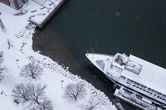 Winter KAP - Burlington Vermont (Wind Watcher) Tags: light lake snow kite yellow burlington vermont ds levitation delta windwatcher