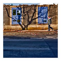 en démolition (Marie Hacene) Tags: paris maison murs passant banlieue valdemarne fresnes