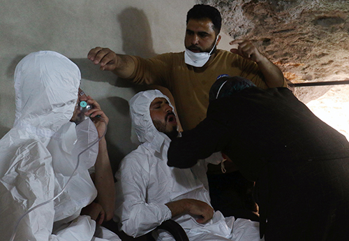 [CA man breathes through an oxygen mask as another one receives treatments, after what rescue workers described as a suspected gas attack in the town of Khan Sheikhoun in rebel-held Idlib,SyriaApril 4, 2017. REUTERS/Ammar Abdullah