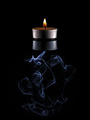 Schein und Rauch (Andreas van Eikeren) Tags: spiegelung kerze flamme rauch kerzenrauch lowkey tabletop stilllife