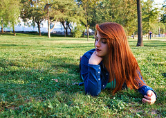 DSC_0299 copia (daniel_soprole) Tags: exterior exteriores mujer mujeres modelo shooting verde green plaza redhead pelirroja