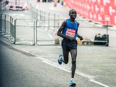 Daniel Wanjiru - 1KM To Go (Sean Batten) Tags: londonmarathon london england unitedkingdom gb danielwanjiru runner race nikon d800 70200 birdcage city urban kenyan sport running