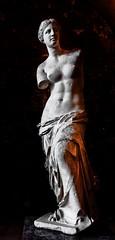 La dama sin brazos (Perurena) Tags: escultura arte marmol grecia blanco luces lights sombras shadows museo museum louvre exposición paris francia