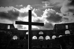 Antiquity meets Christianity (Dirty Thumper) Tags: nikon d5200 dslr nikkor 18105mm zoom rome city street architecture building ancient colosseum coliseum amphitheatrumflavium travel italy