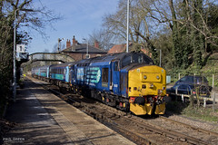 37425 departs Brundall working 2P20 1236 Norwich - Great Yarmouth 13/3/2017 (Paul-Green) Tags: class 37 374 37425 37423 2p20 brundall aga abellio greater anglia passenger service drs direct rail services canon 7d mk2 mark ii uk gb railways station platforms flickr outdoor march 2017 sun sunny afternoon stock engine lchs norfolk 1236 norwich gt great yarmouth