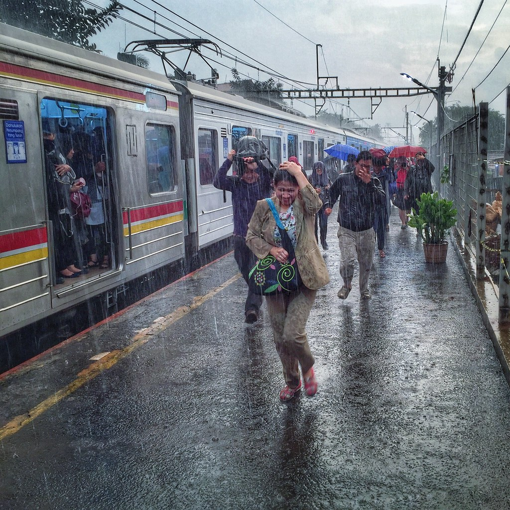 Wallpaper iphone hujan - Run Rain Rush Mf Alfath Tags Iphone Iphone6 Indonesia Krl Commuter