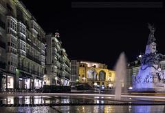 plaza de la blanca (joseantonioapellanizapellaniz) Tags: nocturna paisajeurbano reflejos largaexposicion vitoriagasteiz
