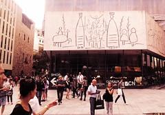 Barceloneando (Bambola 2012) Tags: europe europa catalonia catalunya barcelona barri gotic street strada ulica centar centro center summer estate ljeto people gente ljudi passeggiata walk šetnja building edificio mediterraneo mediteran mediterranian zgrada architecture architettura arquitectura arhitektura