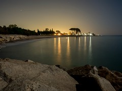 Peace and beauty in Mont-roig Badia (Tarragona) at Midnight. (eloysarrat) Tags: montroig badia night nit longexposure noche luces playa beach