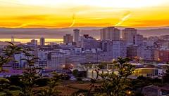 Amanece en A Coruña. (gatetegris) Tags: coruña galicia acoruña lacoruña amanecer nocturna ciudad city sea mar atlantic atlantico españa spain galiza urban horanaranja orangehour mañana mencer agora cielo sky nubes