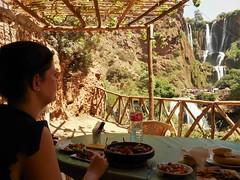 Nice view to eat! (Stinoo) Tags: waterval watervallen cascades waterfall waterfalls ouzoud marokko marocco