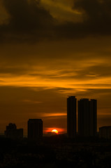 Sun down (bdrc) Tags: asdgraphy nex6 sony canon 100mm f28 macro prime atria mall sunset dusk silhouette shadow cloud sun golden hour orange tower building landscape scenery kuala lumpur malaysia nopeople urban city alpha tele