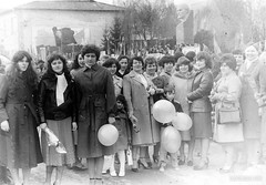 Parades (Scutal) Tags: parades ссср советский союз парад авто флаг знамя праздник первомай 1май 9май чимишлия молдова молдавия бессарабия basarabia moldova auto retro car people soviet celebration urss cimislia history