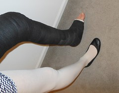 Black and white (julesbirdie55) Tags: legcast llc pantyhose cast