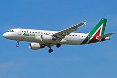 Alitalia Airbus A320 EI-DSV (gooneybird29) Tags: flugzeug flughafen aircraft airport airplane airline muc airbus a320 alitalia eidsv
