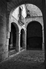 Portal de ses Taules (ibzsierra) Tags: ibiza eivissa baleares canon 7d 24105isusm historia histori bn blanco negro daltvila muralla wall entrada portal taules