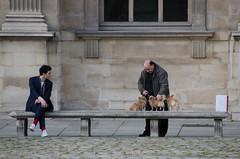 Intéret pour les chiens miniatures - Interest for miniature dogs (P. Eric) Tags: louvre paris personnages