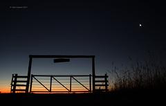 La Entrada (Tato C) Tags: campo tranquera luna atardecer sunset moon cielo sky peace paz calm tranquilidad estrella star countryside