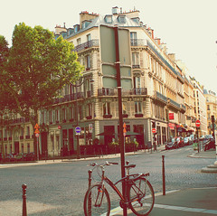 PA-PA-PA-PARIS (andrematunobu) Tags: street old sunset summer sun paris france building love architecture canon europa europe awesome adorable frana lovely bicicle streetshooting canoneos1100d