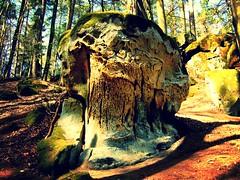 Freistehender erodierter Sandsteinfels (Basinbah) Tags: geotagged wasserfall erosion cascade sandstein felsen farbspiel teufelsschlucht irrel geo:lon=644051710 geo:lat=4984621223