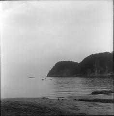 (Osamu Sakaguchi) Tags: sea sky bw kodak 400tx flexaret6