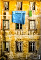 Fachada Sintra (M.A.Fernndez) Tags: blue orange building portugal azul lisboa sony sintra edificio clothes naranja ropa carlzeiss sonyalpha sonyalpha850 carizeiss2470