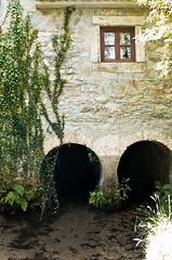 Molino en Ro Belelle (Cobalto :)) Tags: rio ventana arquitectura molino galicia neda arcos ferrol piedra belelle