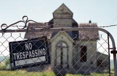 Abandoned house near Montpelier, Idaho 1 (wyoanalogmatt) Tags: film fuji minolta historic idaho fuji200 oldbuilding montpelier 200speed maxxum600si