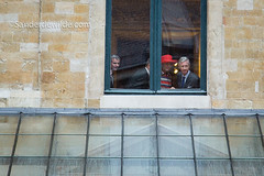 Koningspaar kijkt door raampje (De Wilde photography) Tags: bezoek brussel gewest officieel kroning blijdeintrede
