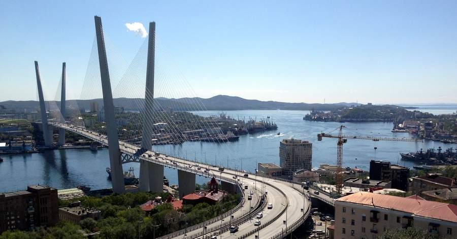 Золотой мост и пролив Золотой рог во Владивостоке