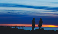 silhouetted conversation (pixelmama) Tags: california sunset sandiego silhouettes oceanbeach dogbeach christmasday hss oceanbeachpier chasinglight pixelmama sliderssunday