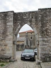 Main town gate, Sveti Lovreč, Croatia (Paul McClure DC) Tags: architecture croatia historic istria hrvatska istra svetilovreč sanlorenzodelpasenatico oct2012