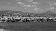 the couple (pepe amestoy) Tags: blackandwhite landscape people elcampello spain fujifilm xe1 carl zeiss t planar 250 zm m mount