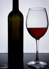 DSC_2061 (Muneer Haroun) Tags: glass stilllife wine red indoor muneer haroun nikon زجاج حياةصامتة نبيذ أحمر منير هارون نيكون