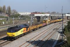 60056 passes Doncaster (Ross Taylor pictures 2015) Tags: southyorkshire railvac 6c52 doncaster black yellow orange tug class60 colasrail 60047 60056