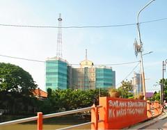 Gedung Perhutani (Everyone Sinks Starco (using album)) Tags: surabaya eastjava jawatimur gedung building architecture arsitektur office kantor