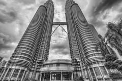 Petronas Twin-Towers Kuala Lumpur Malaysia (Jutta M. Jenning) Tags: malaysia kualalumpur petronas twintowers petronastwintowers hochhaus hochhaeuser architektur turm tuerme stadt staedte haus haeuser wolkenkratzer strasse strassen wolken sehenswuerdigkeiten monochrome