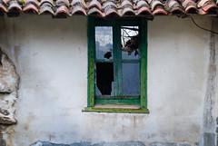 Cristales rotos (Oscar F. Hevia) Tags: ventana cristal roto madera vieja window crystal broken wood old aged elder debauchedfrise asturias asturies colunga españa paraisonatural principadodeasturias spain