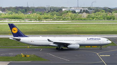 D-AIKJ Airbus A330-343 (Disktoaster) Tags: dus düsseldorf airport flugzeug aircraft palnespotting aviation plane spotting spotter airplane pentaxk1