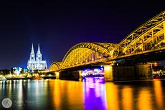 Hohenzollernbrücke (mrphotodesign) Tags: köln hohenzollernbrücke rhein nachtufnahme langzeitbelichtung farbenfroh dom cologne cathedral bridge rhine longexposure night colours