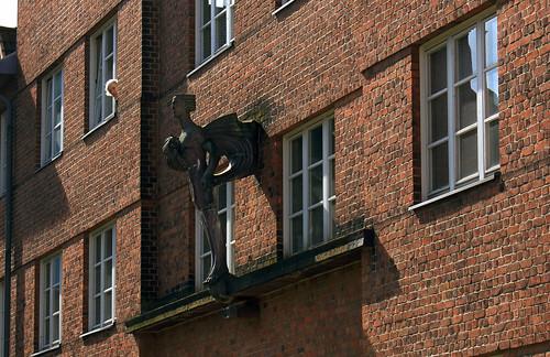 """Marineviertel (67) Windgott (und der Nachbar) • <a style=""""font-size:0.8em;"""" href=""""http://www.flickr.com/photos/69570948@N04/33575173111/"""" target=""""_blank"""">View on Flickr</a>"""