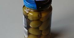 """Die Olive. Die Oliven. Das hier sind grüne Oliven im Glas. Sie sind mit Knoblauch gefüllt. • <a style=""""font-size:0.8em;"""" href=""""http://www.flickr.com/photos/42554185@N00/33742852302/"""" target=""""_blank"""">View on Flickr</a>"""