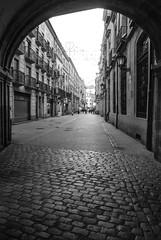 Salamanca II (Leandro Fridman) Tags: calles street blancoynegro blackandwhite byn bw monocromo monocromatico monochrome urban urbano ciudad city salamanca españa spain europa europe nikon d60 nikond60